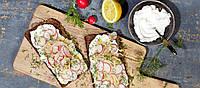 Постные сендвичи с кремовым сыром и редиской