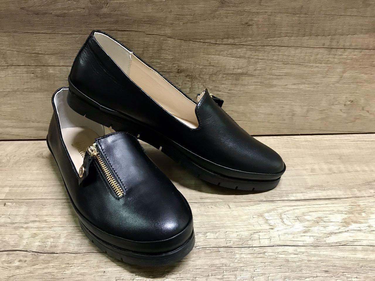 Женские туфли на низком ходу из натуральной кожи  VIKTTORIO