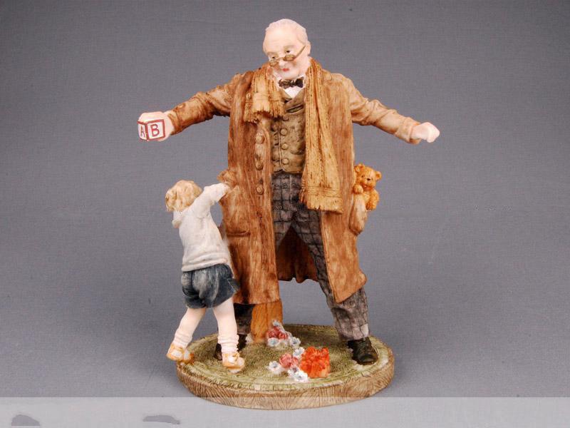 Статуэтка Мальчик с дедом 26 см полистоун
