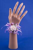 Фиолетовая бутоньерка-браслет на руку №25