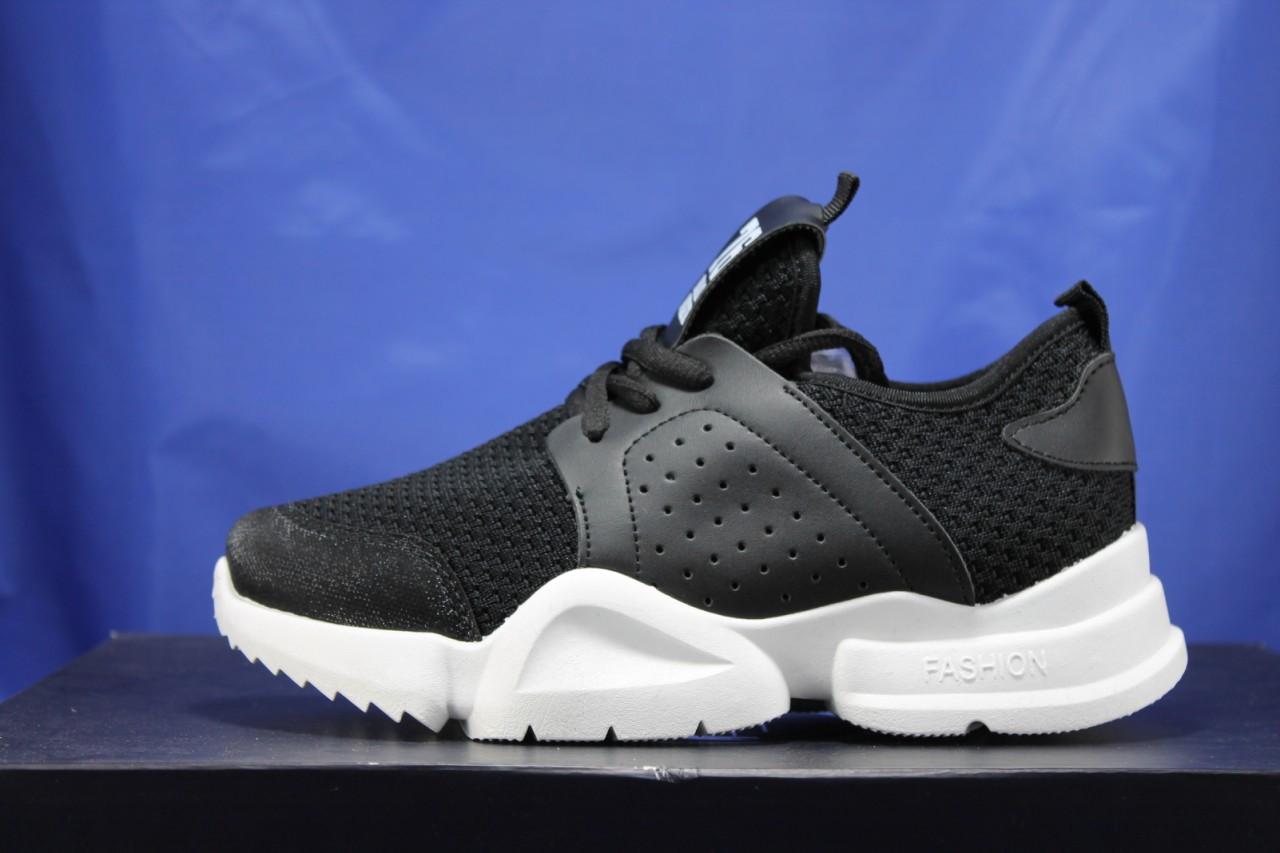 Жіночі кросівки чорні на білій підошві сітка