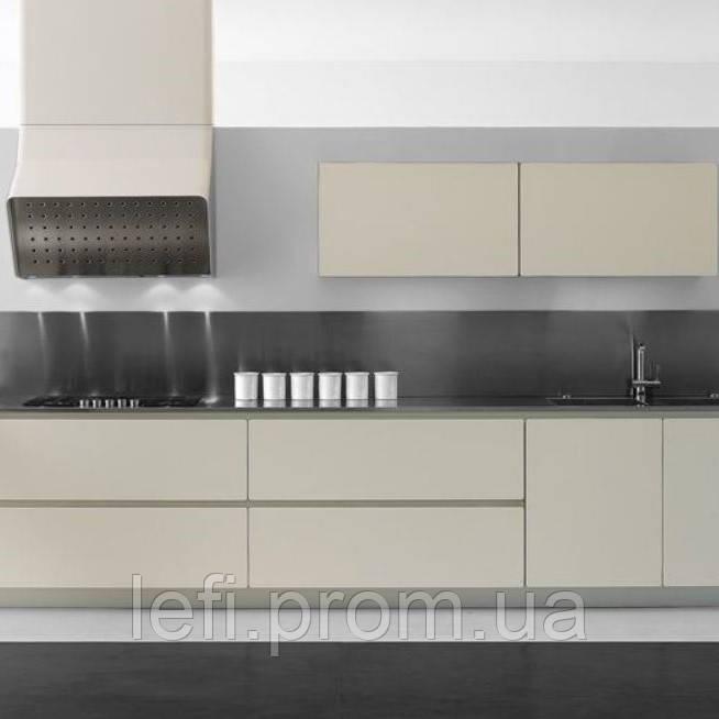 Кухня с фасадами из акриловых панелей REHAU CRYSTALна фурнитуре Linken System или GTV