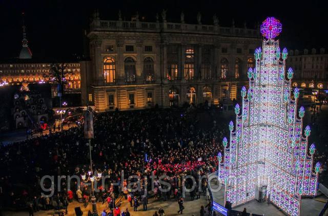 Нестандартная виражная елка в Милане