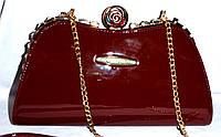 Женский лаковый вечерний клатч для торжеств и выпускных на поцелуе с цепочкой 30*16 см (бордо)
