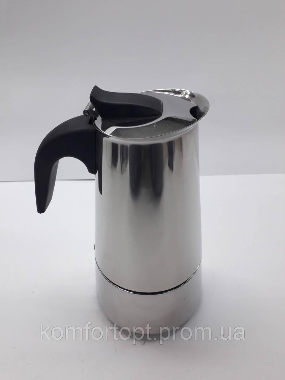 Гейзерная кофеварка на 6 чашек.