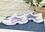 Стильні жіночі шкіряні кросівки на шнурівці, колір білий/лаванда, фото 2