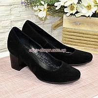 Женские замшевые туфли на невысоком устойчивом каблуке, цвет черный, фото 1