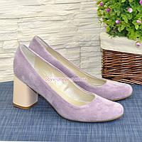 Женские туфли на устойчивом каблуке, из натуральной замши лилового цвета