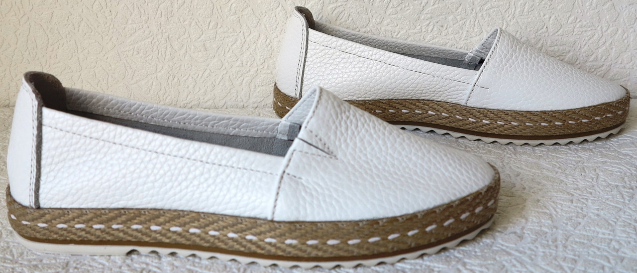 62a1862e4 Кожаные слипоны для девочек и девушек мокасины туфли универсальные белого  цвета