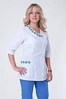 Женский медицинский брючный костюм с вышивкой синий батист