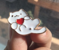 Брошка брошка значок білий кіт кішка кошеня метал пін емаль