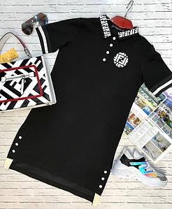 Летнее спортивное платье-миди Fendi с коротким рукавом, контрастными вставками и оригинальными нашивками.