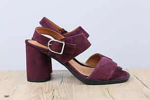 Женские велюровые босоножки на удобном каблуке