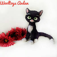 Кошка Варежка - авторская игрушка из шерсти, сухое валяние.