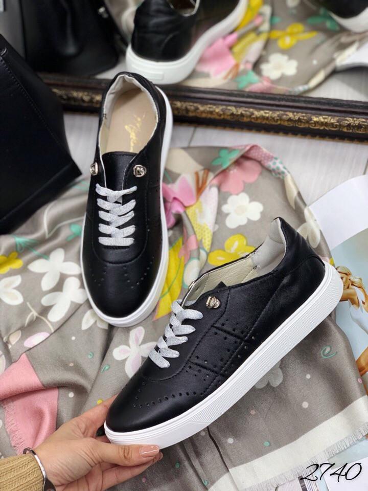 Кросовки Слипон на шнурках чёрная кожа перфорация.  натуральная кожа 39 и 40 размеры