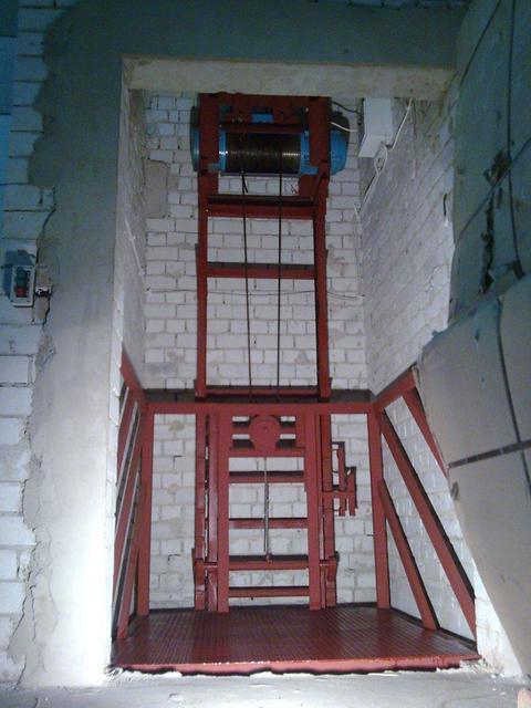 Лифт-подъемник для склада