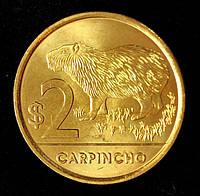 Монета Уругвая 2 песо 2012 г. Водосвинка ( капибара )