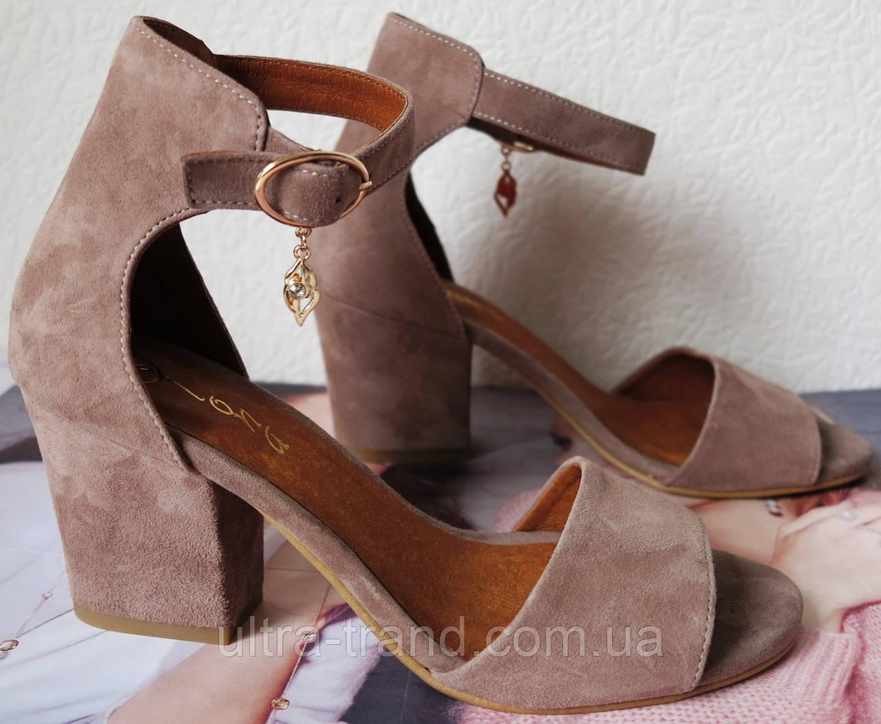 Nona! Летние туфли босоножки на удобном каблуке 7 см замша капучино