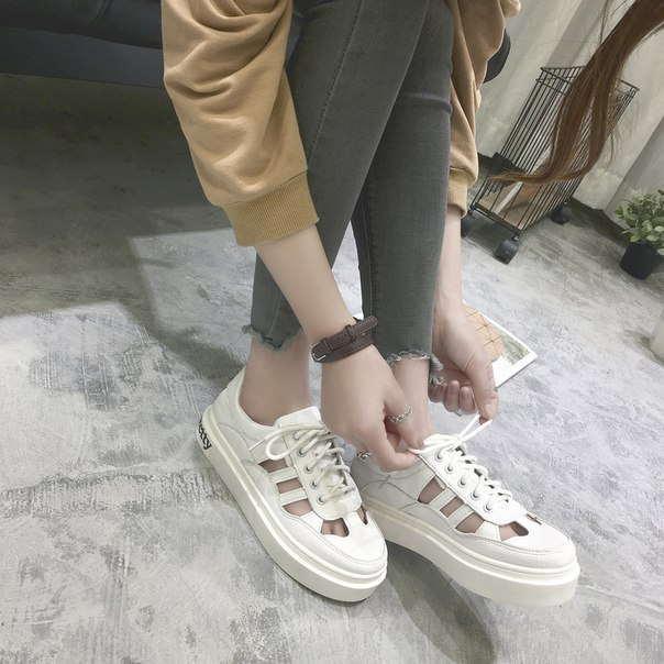Белые недорогие летние кроссовки