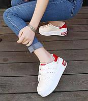 Белые женские кроссовки на липучках с красным задником