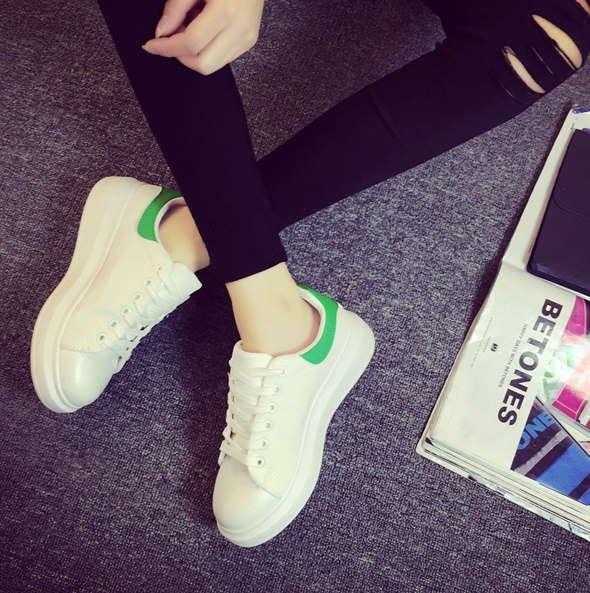 5d1186e4 Белые кроссовки с зеленым задником, цена 400 грн., купить в Житомире ...