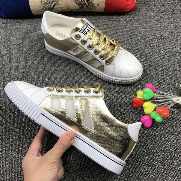Золотые дешевые кроссовки