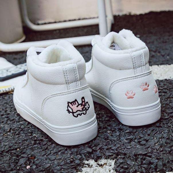 Высокие белые теплые кроссовки с розовым котиком на заднике
