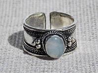 Кольцо   из белого металла с   халцедоном. Кольцо с луным камнем