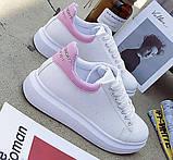 Дешевые женские кроссовки с розовым задником и надписью, фото 3