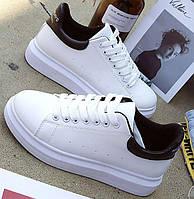 Дешевые женские кроссовки с черным задником и надписью, фото 1