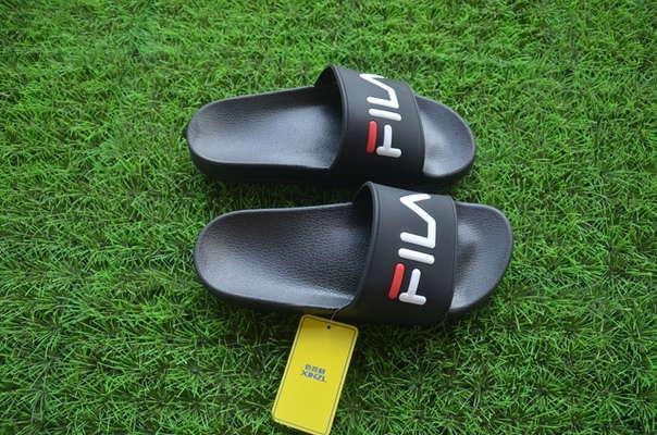 Черные тапочки Fila