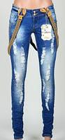 Женские джинсы с рванкой и подтяжками