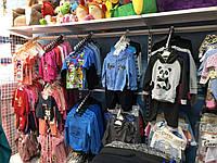 Стойка-вешалка пристенная для магазина детской одежды. Вешало. Торговое оборудование для магазина одежды