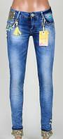 Женские джинсы с декором