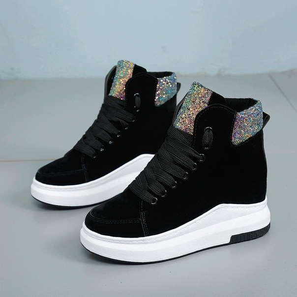 Черные женские ботинки на шнуровке с цветным задником