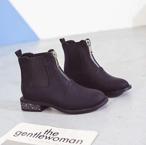 Черные матовые ботинки с низким квадратным каблуком