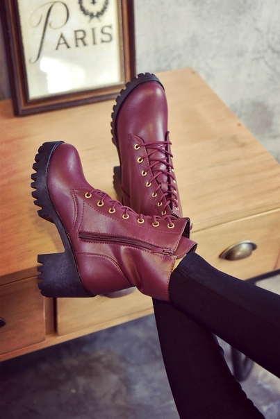 Высокие бордовые ботинки на шнуровке без подкладки внутри