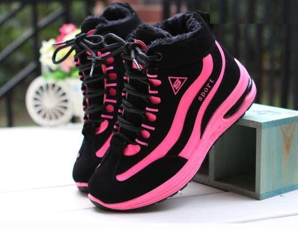 Высокие кроссовки с розовыми вставками на зиму