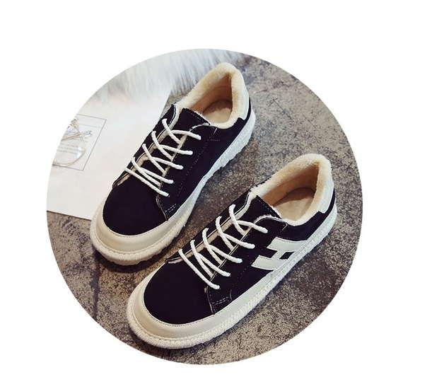 Черные женские зимние кроссовки
