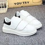 Белые женские кроссовки на двух широких липучках с черным задником, фото 2