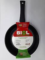 Сковорода с антипригарным покрытием и бакелитовой ручкой Биол 22см