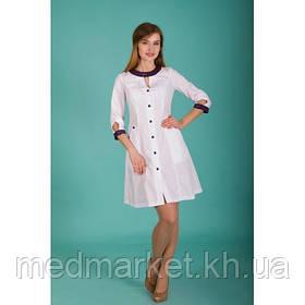 Медицинские женские халаты являются самой привычной, но и в тоже время самой выделяющейся одеждой