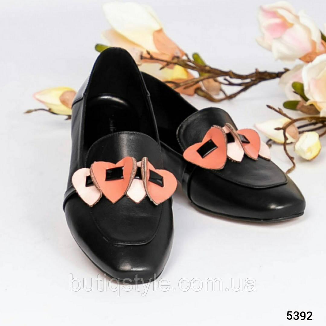 38, 40 размер Женские черные туфли-лоферы с декором натуральная кожа