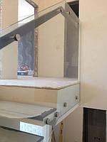 Изготовление и монтаж стеклянного ограждения бетонной лестницы