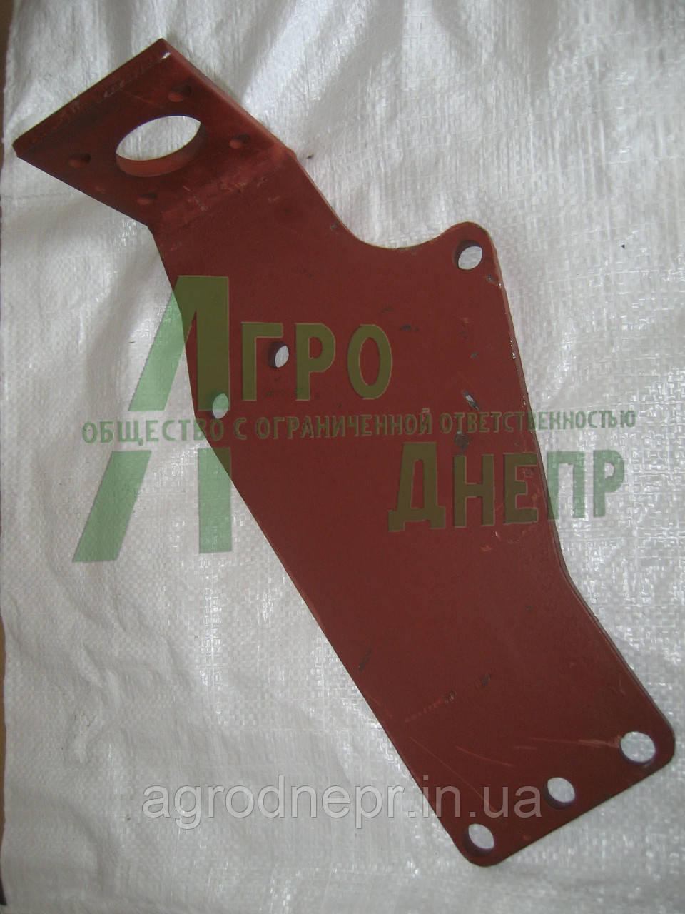 Кронштейн крепления насос-дозатора ЮМЗ 45-3400030 В-03 (14 мм.)
