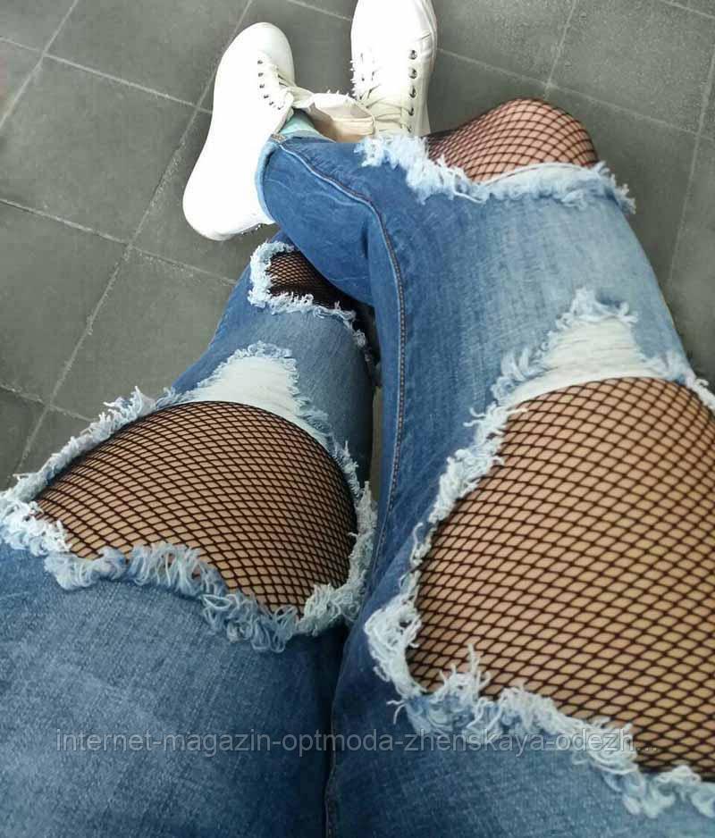Рваные джинсы с сеткой