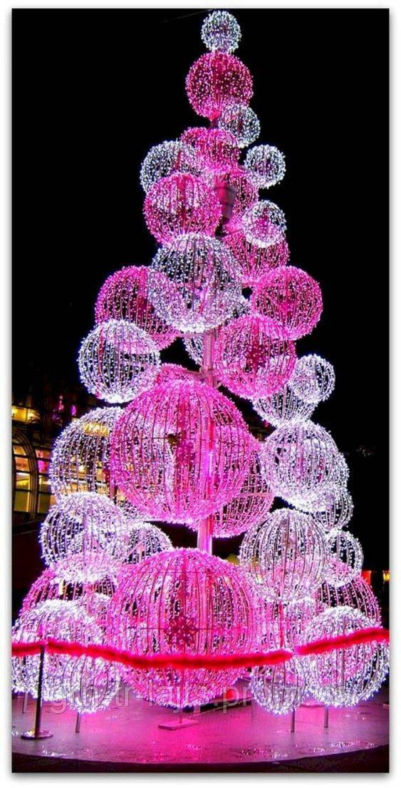 Нестандартная елка из светодиодных шаров