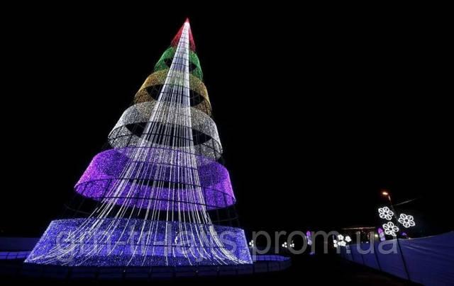 Необычная елка в виде конуса в Боготе Колумбия