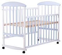 Детская кроватка из ольхи бело-голубая  боковина  ОПУСКАЕТСЯ