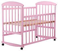 Детская кроватка из ольхи розовая  боковина  ОПУСКАЕТСЯ